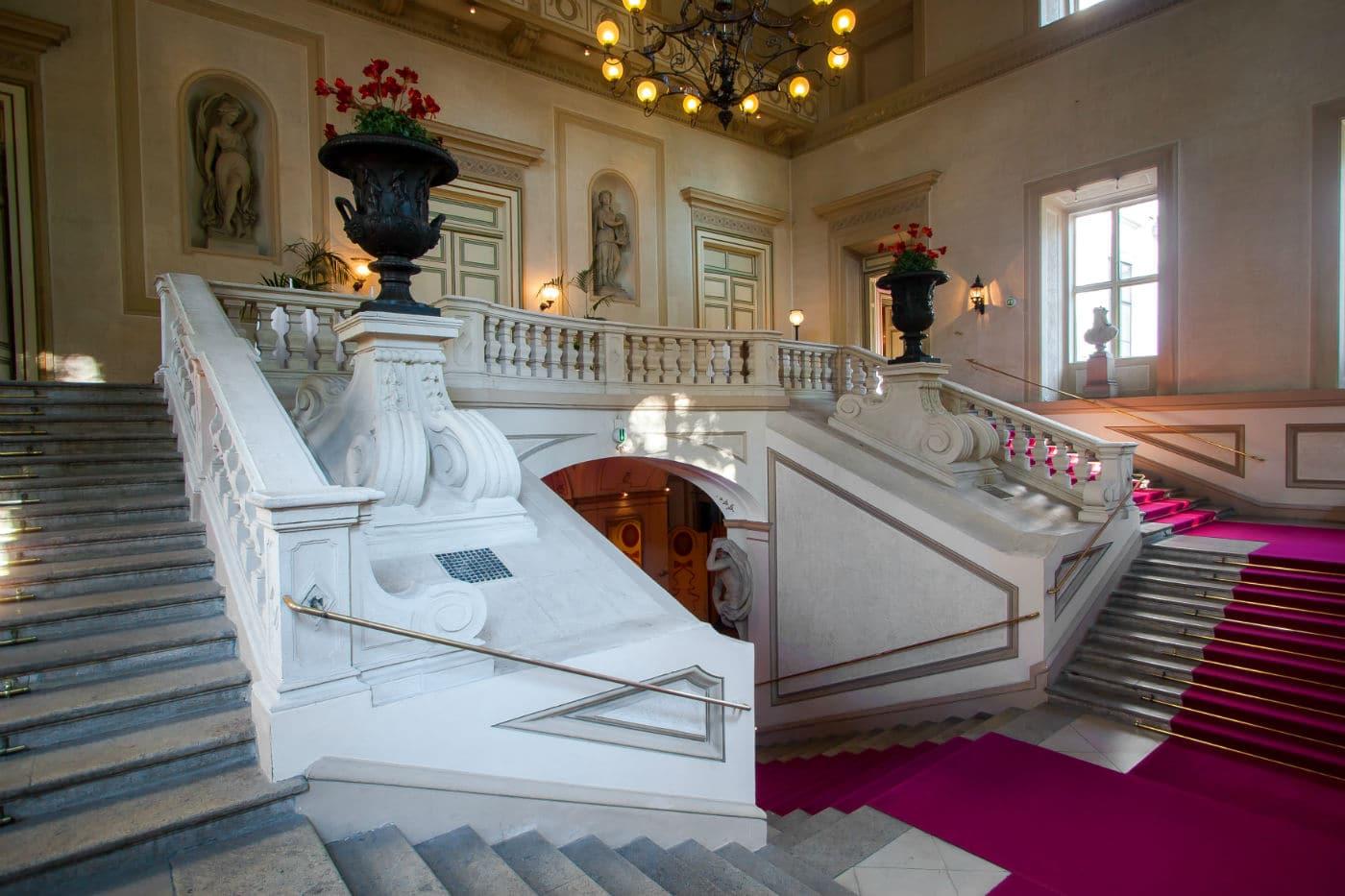 Stufenaufgang Palais Auersperg klassische Musik in Wien