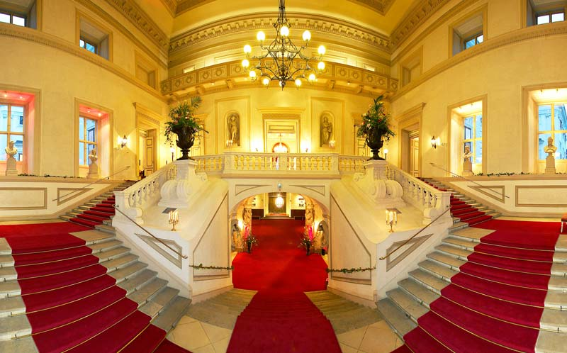 Palais Auersperg - Konzerte klassischer Musik in Wien, Stufenaufgang im Vestibül