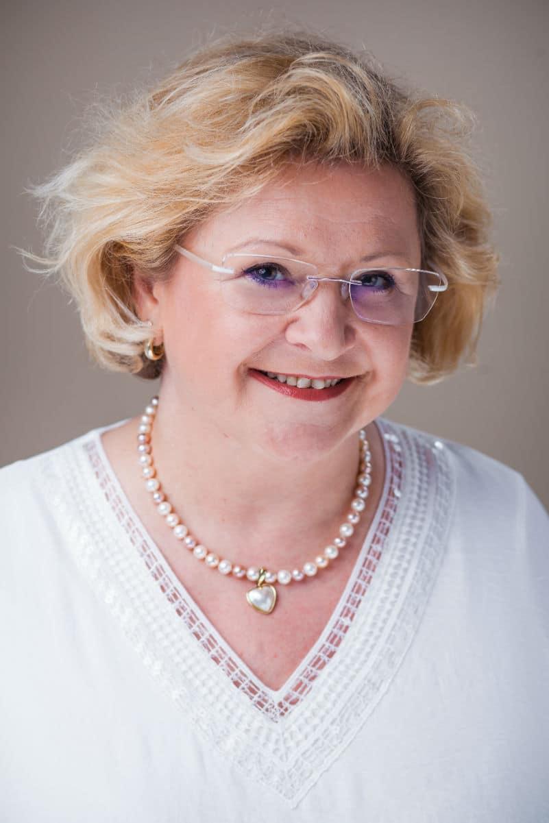 Claudia Schmyrer